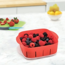 81-20429_Rinse_N__ Store_Berry_Colander_Lifestyle_1